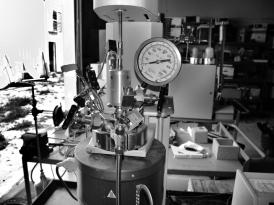 DSC08777 batch pilot plant in lab