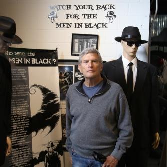 IMG_4612 Paul with Men in Black