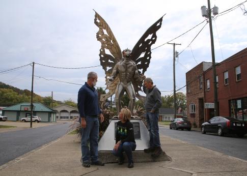 IMG_4648 M,C,P look at Statue